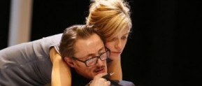 [Théâtre – Critique] Une Maison de Poupée d'Henrik Ibsen, mise en scène par J.L.Martinelli, avec Marina Foïs