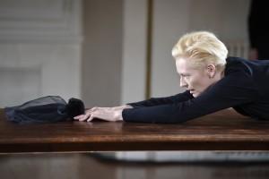 [Performance – Critique] Cloakroom – Olivier Saillard / Tilda Swinton