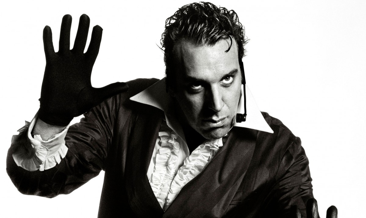 chilly-gonzales-2